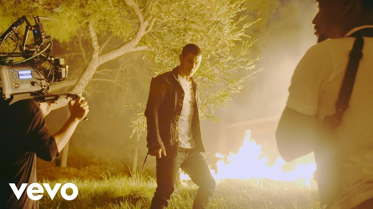 Download Nick Jonas - Chainsaw (Behind-The-Scenes presented by Honda Civic Tour)