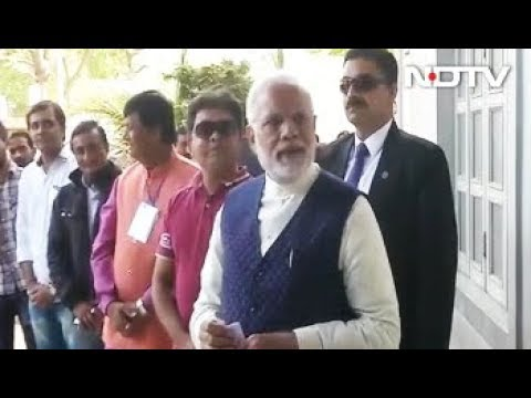 Gujarat Elections 2017: PM Modi Gets In Queue To Vote In Gujarat, Cheered By Huge Crowd