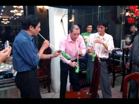 VTC Intecom - Thi uong bia bang ong hut ;)