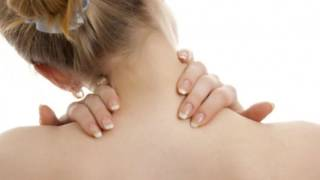видео Жить здорово!Спазм мышц — причина болей в шее