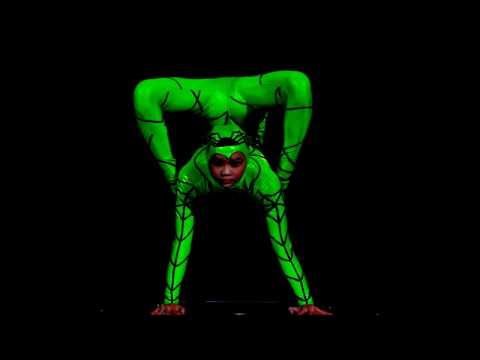 Extremely Talented  Contortion Girls  Show Great  Flexibility And  Folds