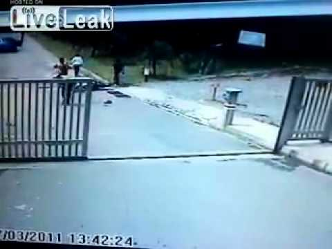 - 2 cops on a motorcycle get hit by a car. ( Colombia).mp4