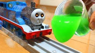 きかんしゃトーマス おばけ電車がスライムまみれ!?Thomas&Friend slime Milky Kids Toy