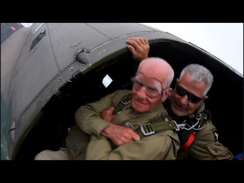 Scottro - U.S. Veteran Paratrooper Skydives Into France On 75th Anniversary Of D-Day