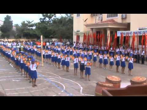 Đồng diễn múa sân trường ở UBND phường phưới thới, quận ô môn