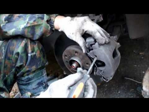 видео: Опель Астра h замена колодок