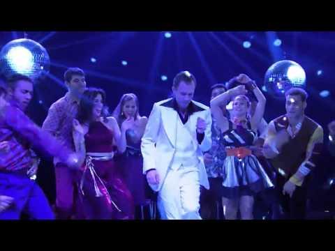 Tiago Travolta? Leifert dança e avisa: 'Todo mundo vai ter que rebolar no The Voice'