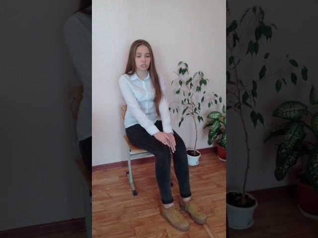 Изображение предпросмотра прочтения – АринаЛарионова читает произведение «Журавли» Р.Г.Гамзатова