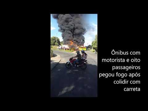 Ônibus pega fogo e explode após colidir em carreta