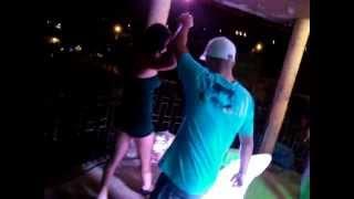 Mc charada Gostosa tirando a calcinha em show de baile funk