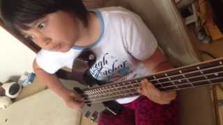 Audrey (9 years old) plays Plays Bass - Reptilia - The Strokes on R...
