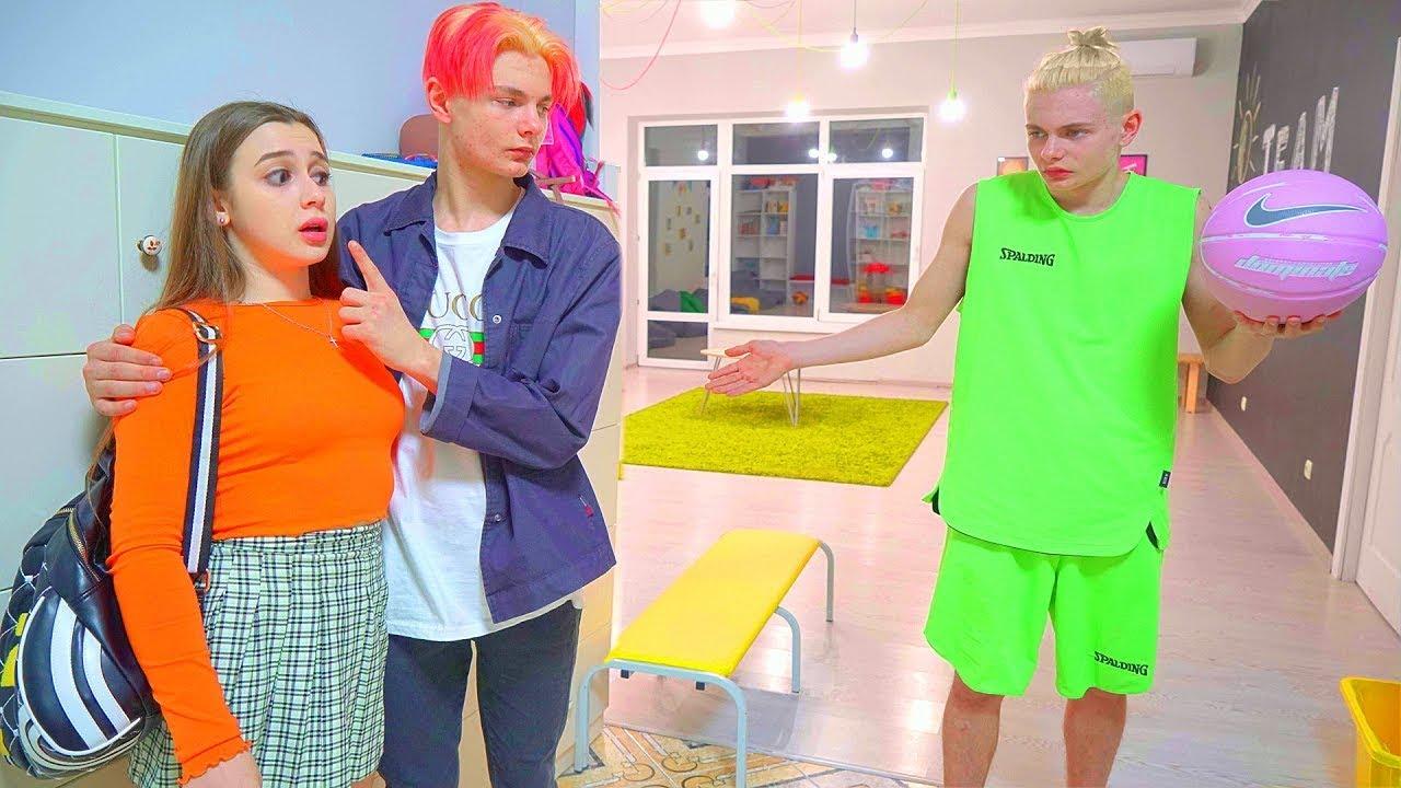 Кошаркаш је отишао у другу школу! | Дајана је упознала близанку кошаркаша!