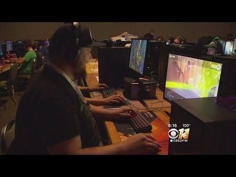 Thousands Flock To Computer Gaming Convention In Dallas
