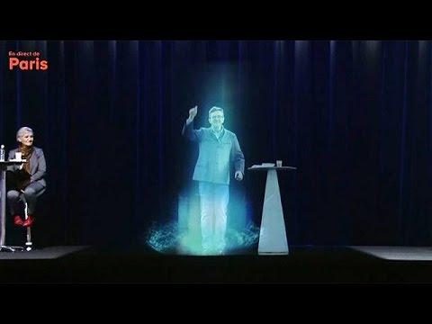 Hamon, Mélenchon et son hologramme projettent la campagne à gauche