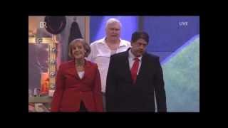 Antonia von Romatowski als Angela Merkel – Evangelisch Song