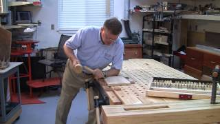 FOSTER WORKBENCH - using the VERITAS twin screw vise and bench dogs to carve a flat design