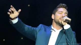 David Bisbal emocionado al cantar