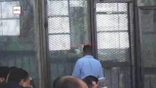 بالفيديو.. متهمو أحداث العدوة داخل القفص: الجيش والشعب إيد واحدة