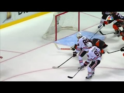 Andersen robs Kane with a lunging stick save