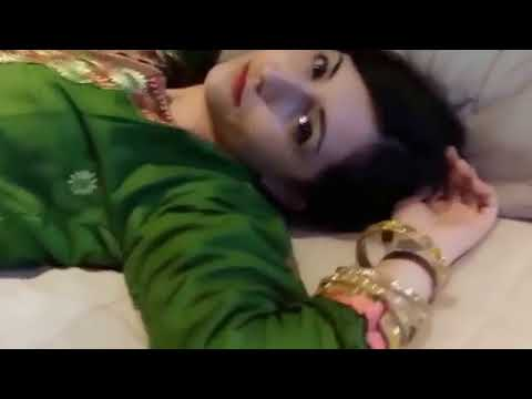 Cute Pakistan Girl Show her Body new mujra and fun video