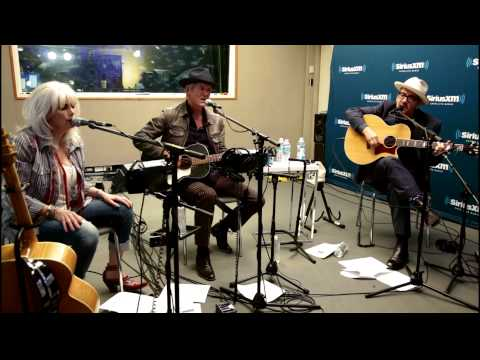 "Emmylou Harris, Rodney Crowell, & Elvis Costello ""Wheels"" Live @ SirusXM // Outlaw Country"