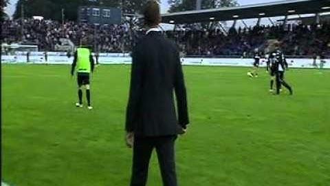 SKY Moderator Jens Westen wird von Ball getroffen 21.09.2012