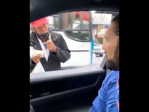 Poncho de Nigris regala dinero