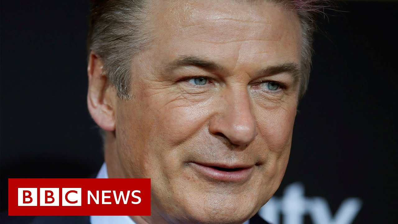 Alec Baldwin told gun was safe before fatal shooting - BBC News