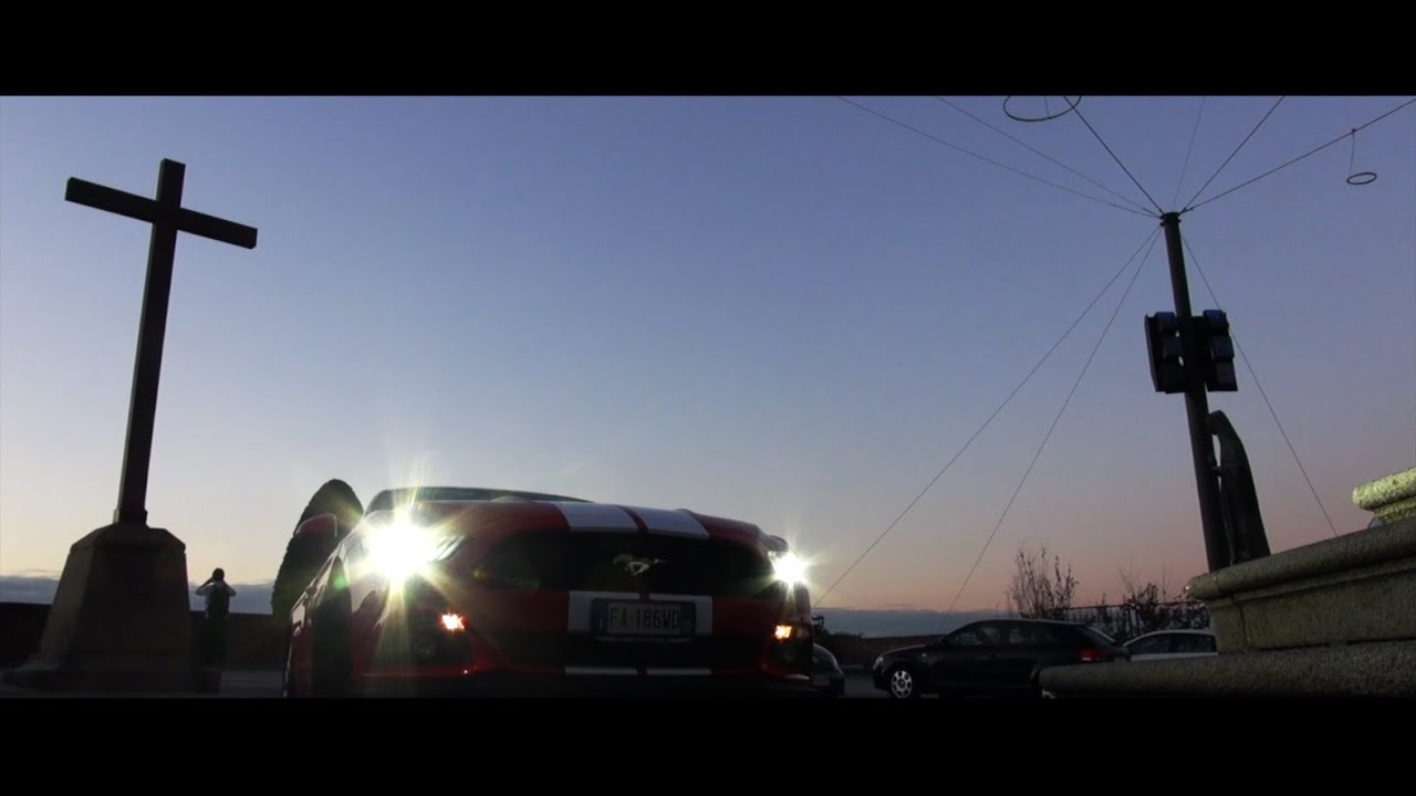 Ford mustang incursione a torino