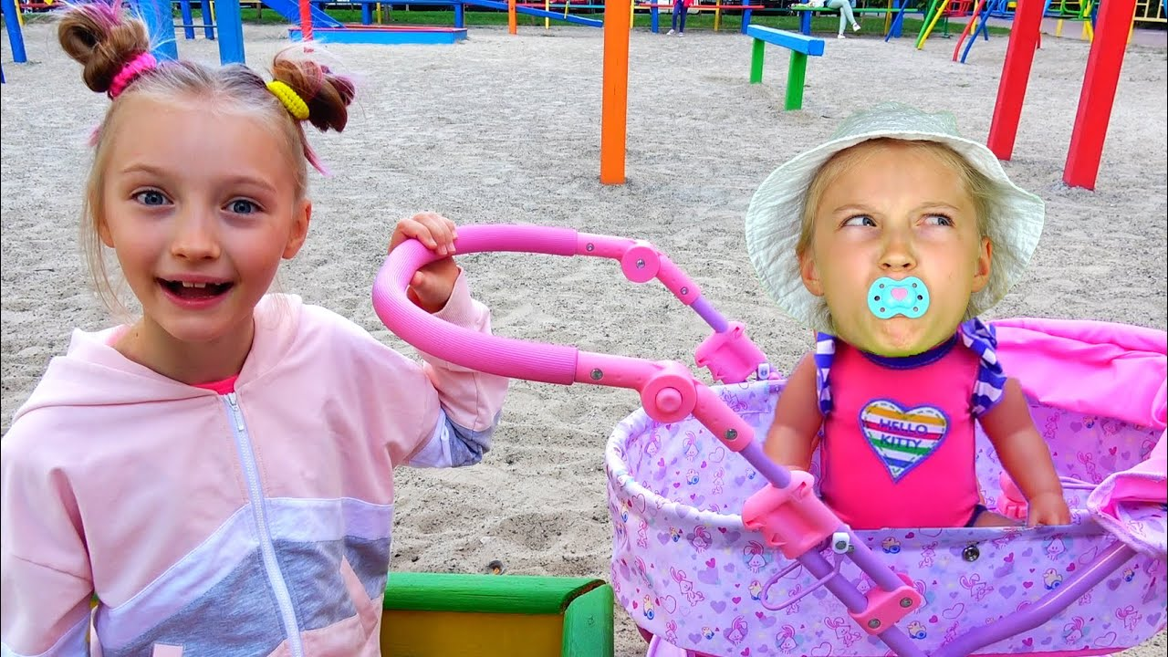 Полина нашла куклу играет как МАМА