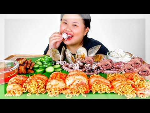 KIMCHI WRAPPED NUCLEAR FIRE NOODLES MUKBANG 먹방  + SEAFOOD | EATING SHOW