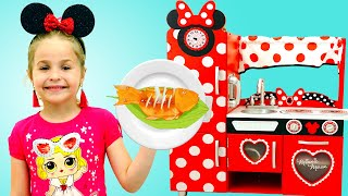 Nadia Pretend Play with Minnie Mouse Costume Kitchen & Food Truck Toys