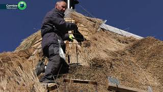 Création d'un toit de chaume