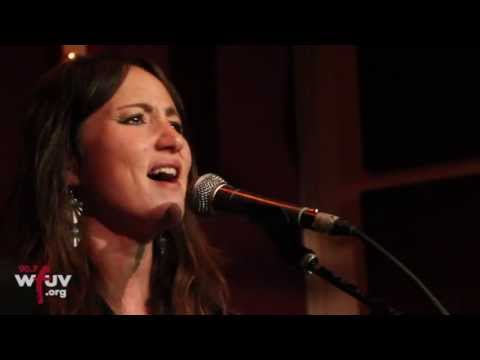 "KT Tunstall - ""Black Horse and the Cherry Tree + Seven Nation Army"" (Live - WFUV at The Living Room)"