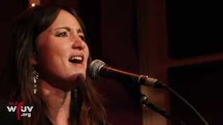 """KT Tunstall - """"Black Horse and the Cherry Tree + Seven Nation Army"""" (Live - WFUV at The Living Room)"""