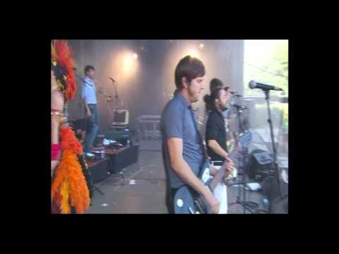 Les Hurlements d'Léo - Eurockéennes 2011 Main Stage - Bordel de Luxe Live
