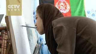 Armless Afghan girl holds first painting exhibition