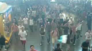 ULTRAS NAPOLETANI ALLA STAZIONE TERMINI DI ROMA (VIDEO RARO)