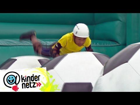 Wackelparty auf den Monsterbällen (Tag 8)   krass nass! 2016   SWR Kindernetz
