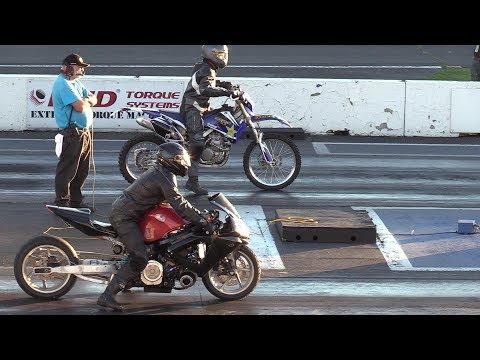 Dirt Bike vs Sportbike - crazy drag racing of motorbikes