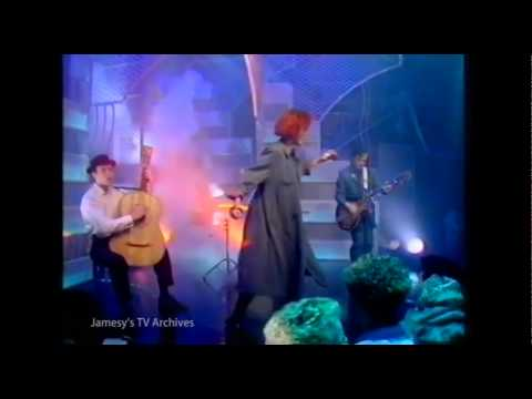 FAIRGROUND ATTRACTION - PERFECT Top of The Pops APRIL 1988