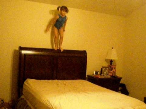 10 Little Monkeys Jumping On the Bed