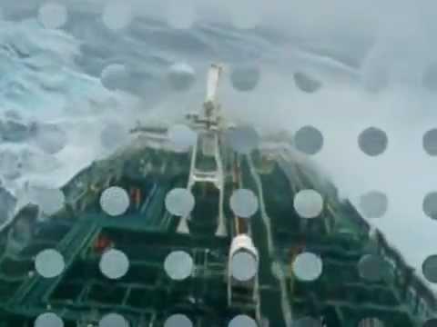 kapal Tanker / solar industri terkena badai besar