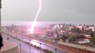 Lightning Strikes - Tree catches fire at Visakhapatnam