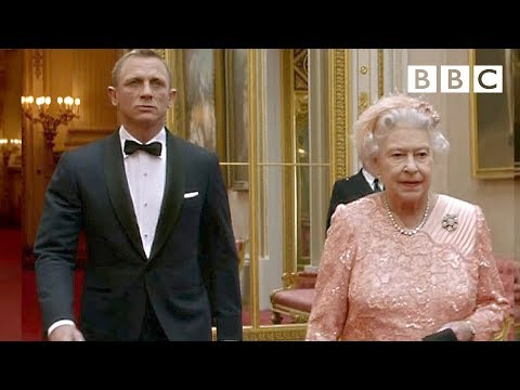James Bond escorts The Queen to the opening ceremony | London 2012 Olympic Games - BBC