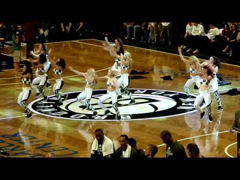 Brooklynettes perform Sean Paul's