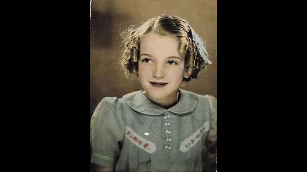 Jeanie Light Brown Hair Voice Piano