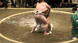 20120506 大相撲5月場所初日 把瑠都vs豊ノ島 バルタンもろ差しを許す...