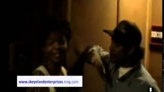 http://www.eazye.org Eazy E & Bone thugs in the studio & Hitting Switches (RARE UNRELEASED)