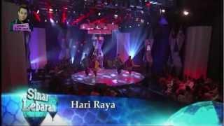 Video Aliff Aziz & Sarah Aqilah - Hari Raya [Sinar Lebaran 2013] download MP3, 3GP, MP4, WEBM, AVI, FLV Juli 2018